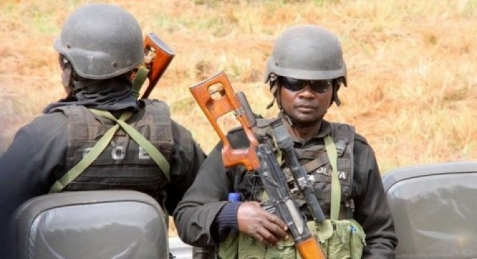 Img : Mozambique: Two policemen killed as gunmen raid police compound