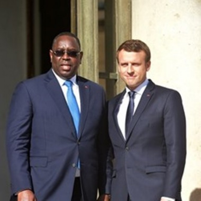 Img : French leader in Senegal on three-day official visit